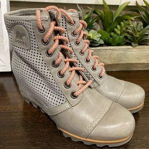 Sorel booties Grey size 9